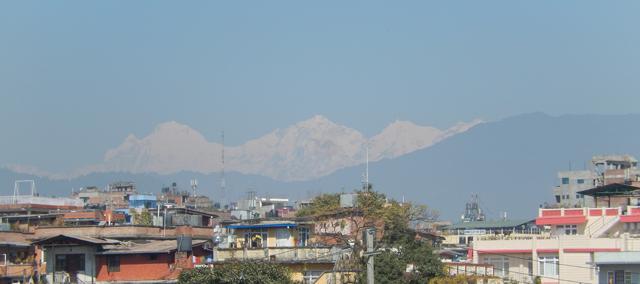 Ce qui est bien avec le bandh c'est qu'il y a moins de circulation, donc moins de pollution et plus de visibilité sur l'Himalaya (Crédit : SH)