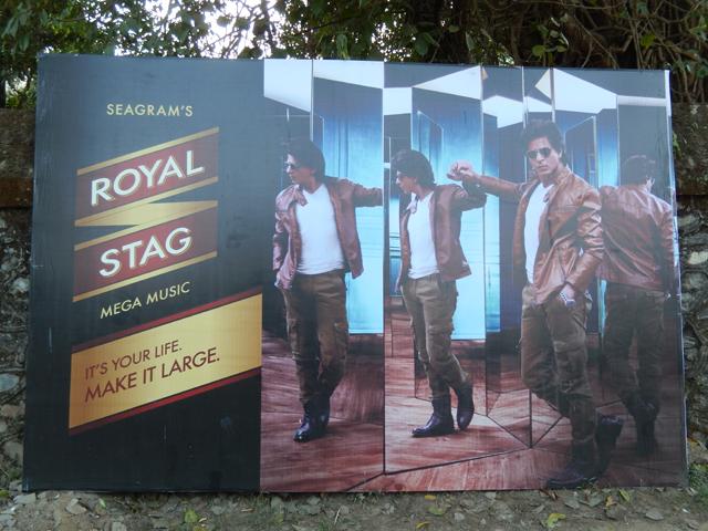 Le ténébreux Shahrukh Khan est l'ambassadeur de la marque Royal Stag (Crédit : S.H)