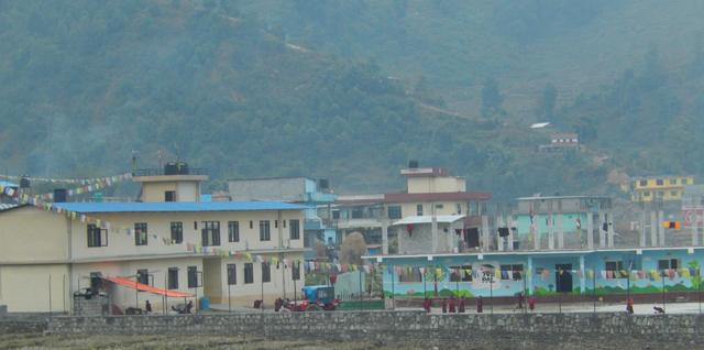 Cour de récréation de l'école monastique de Pal Ewam Namgyal Pokhara (Crédit : S.H).
