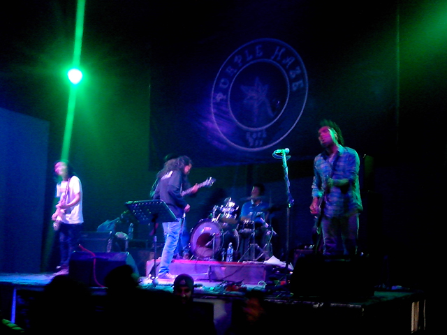 All Stars, le groupe résident du Purple Haze Rock Bar de Thamel, en concert le 21 février 2014 © S.H