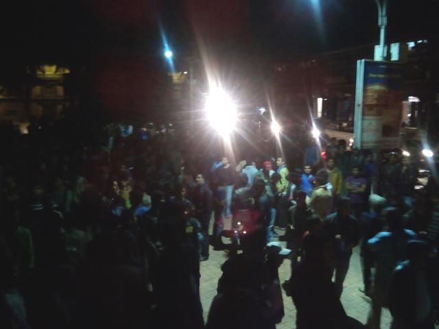 18 mars 2014 - Foule sur le Durbar Square de Patan en attente de la projection du match de cricket Nepal-Bangladesh © S.H