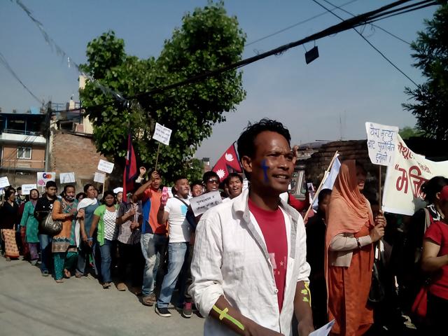 Dhobighat, Lalitpur, le 20 avril 2014 - Un groupe de catholiques célébrant Pâques dans la rue © S.H