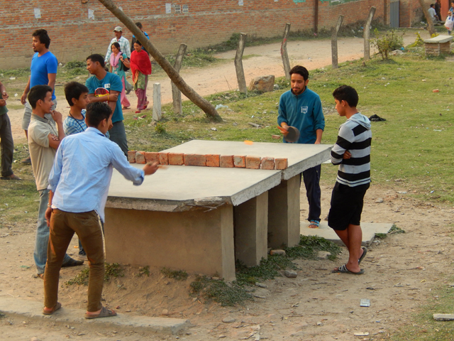 Les joueurs de tennis de table près de la Ring Road © S.H