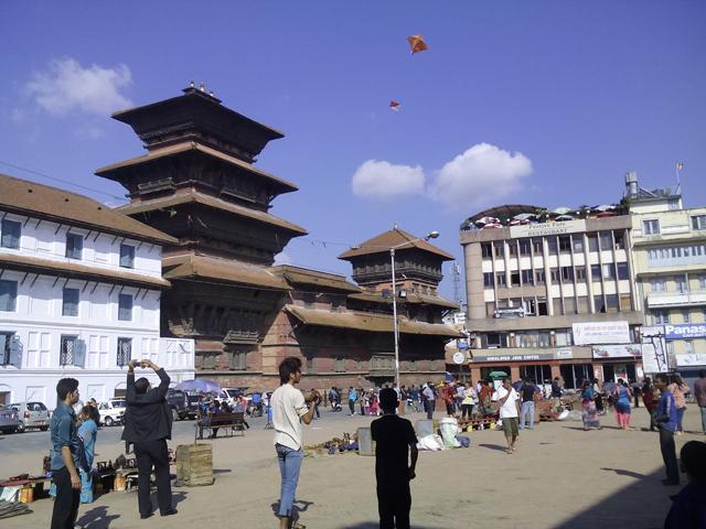 Petits et grands font voler leur cerf-volant à Basantapur, Katmandou © S.H