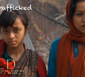 La campagne #TaughtNotTrafficked a été lancée au Népal par Childreach lors de la projection du film Sold © Childreach Nepal