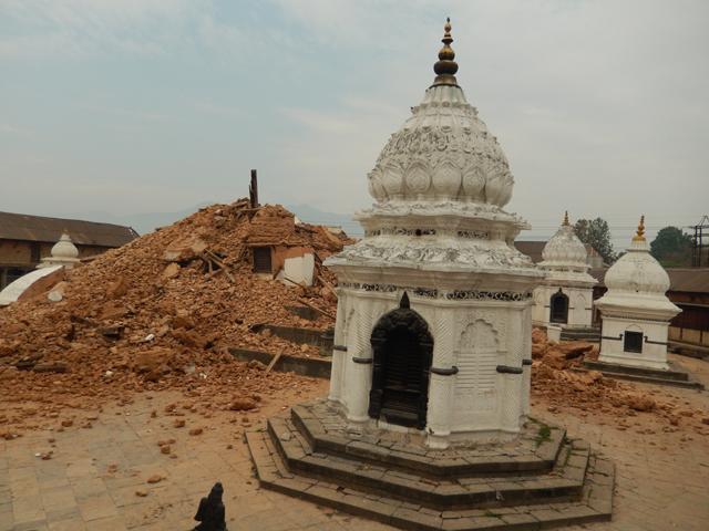 Les ruines du Hem Hiranya Temple à Thapatali © S.H