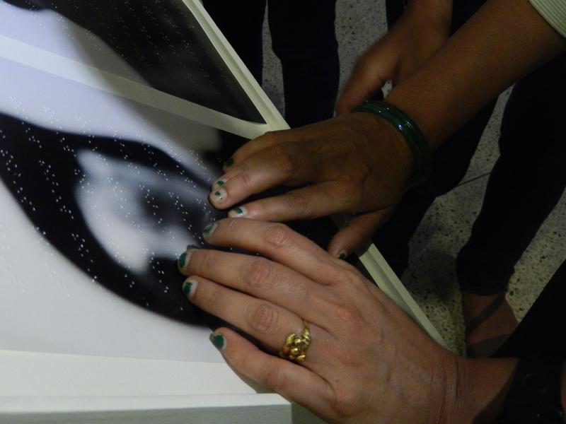 Sur chaque image de In Visible est imprimé en braille un mot utilisé dans la Déclaration universelle de Droits de l'Homme © S.H