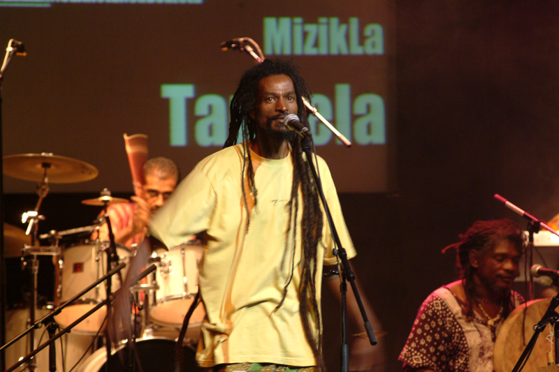 Menwar en concert au Plaza pour son concert 'Tandela' en avril 2004 © S.H